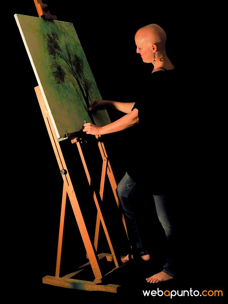 """""""Todo pasa por algo... Estudié Bellas Artes y oposité para profesora de secundaria de Dibujo... trabajé como interina durante 8 años y muy feliz... pero con los recortes en Educación, y especialmente en mi materia, hizo que dejara de trabajar de interina. La pintura la he retomado con más fuerza, monto exposiciones, además trabajo como animadora en eventos infantiles y también como monitora en talleres de Arte y Creatividad... Me siento feliz con lo que hago y siempre tengo en mente cosas nuevas por hacer, intentando no mirar hacia atrás, saboreando el presente a la vez que pienso que lo mejor aún está por llegar..."""" Noelia."""